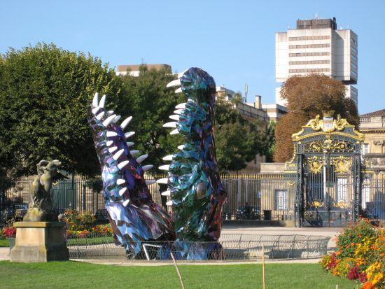 Meine erste Entdeckung - moderne Kunst im Garten des Rathauses beim Museum der schönen Künste