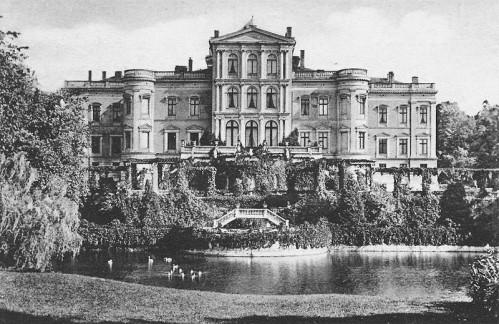800px-Schloss_Putbus_(1922)