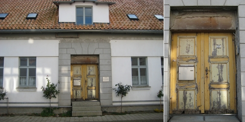 Restauriertes Haus - Tür beachten! / Restored house - have a close look at the door!